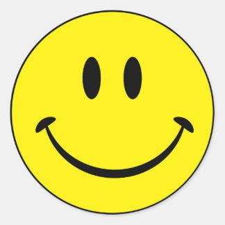Visage souriant de bonheur sticker rond