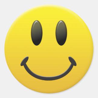Visage souriant heureux autocollant rond