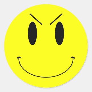 Visage souriant mauvais jaune de KRW Autocollant Rond
