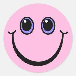 Visage souriant rose heureux sticker rond