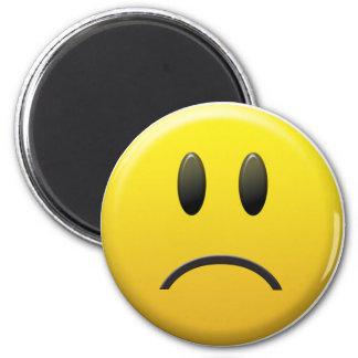 Visage souriant triste magnet rond 8 cm