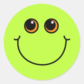 Visage souriant vert sticker rond