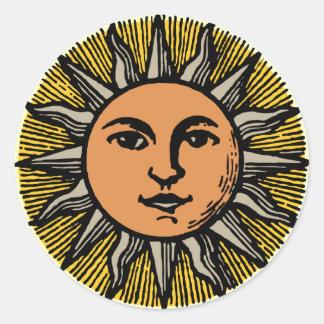 Visage vintage du soleil sticker rond