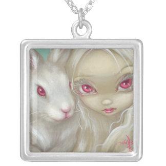 Visages de la fée blanche de lapin de COLLIER du F