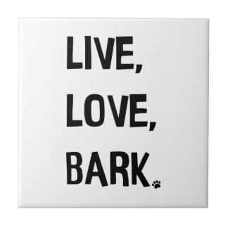 Vivant, amour, écorcez le carreau de céramique