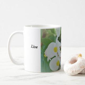 Vivent la tasse simplement blanche d'orchidée