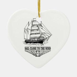 voile de règle près du vent ornement cœur en céramique