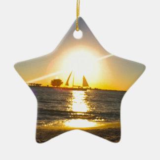 Voilier au coucher du soleil ornement étoile en céramique