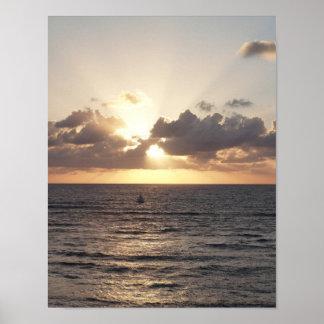 Voilier au coucher du soleil poster