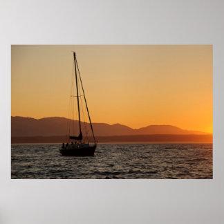 Voilier au coucher du soleil sur Puget Sound Affiche