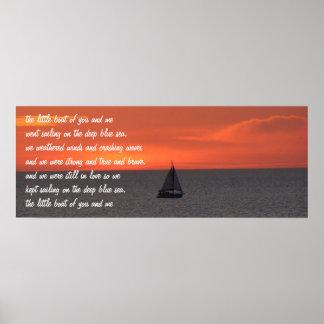 Voilier en mer à l'affiche de coucher du soleil