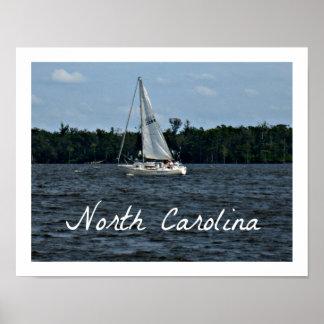 Voilier sur la rivière de la Caroline du Nord Affiches