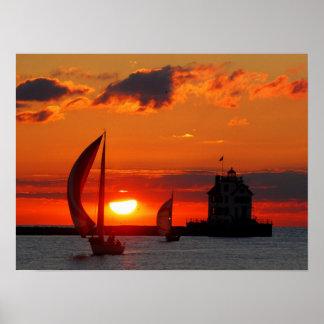 Voiliers à la copie de coucher du soleil poster