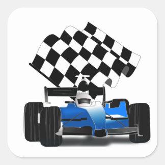 Voiture de course bleue avec le drapeau Checkered Sticker Carré