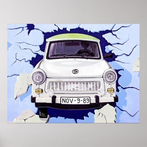 voiture de trabant bleu clair mur de berlin affiches zazzle. Black Bedroom Furniture Sets. Home Design Ideas