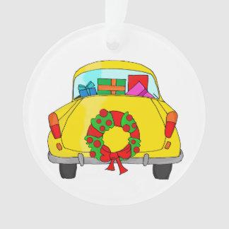 Voiture jaune avec la guirlande de Noël