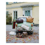 Voiture vintage avec un bon nombre de bagage posters