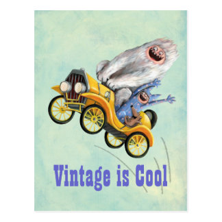 Voiture vintage jaune de monstre carte postale