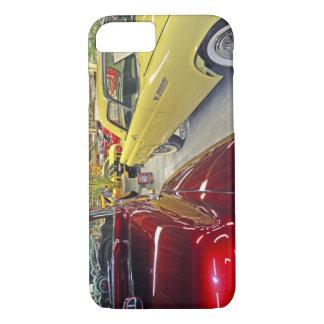 Voitures vintages dans le musée d'automobile de coque iPhone 7