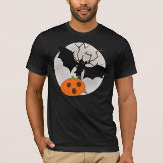 Vol de chauve-souris avec la pleine lune t-shirt