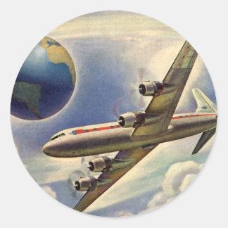 Vol vintage d'avion autour du monde en nuages autocollants ronds