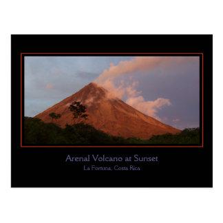Volcan d'Arenal à la carte postale de coucher du