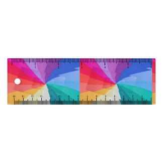 vortex multicolore sur la règle de 6 pouces
