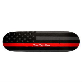 Votre ligne rouge mince des textes drapeau fait plateau de skateboard