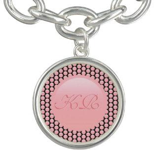 Votre monogramme sur le pois de rose rose et de bracelet avec breloques