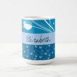 Votre nom - feuille, remous bouclés - blanc bleu tasse à café