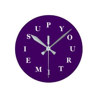 Votre temps est en hausse l'horloge moyenne horloge ronde