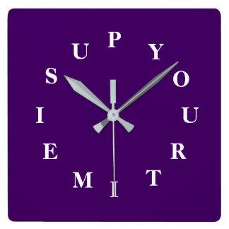 Votre temps est en hausse l'horloge murale de horloge carrée