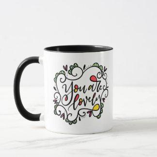 Vous êtes beaux, main marquée avec des lettres mugs
