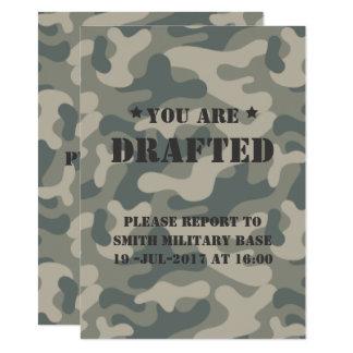 Vous êtes rédigés ! Célébration de B-Jour. Camo Carton D'invitation 11,43 Cm X 15,87 Cm