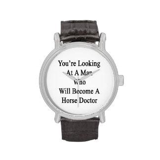 Vous regardez un homme qui deviendra un cheval montres bracelet