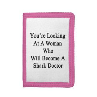 Vous regardez une femme qui deviendra un requin