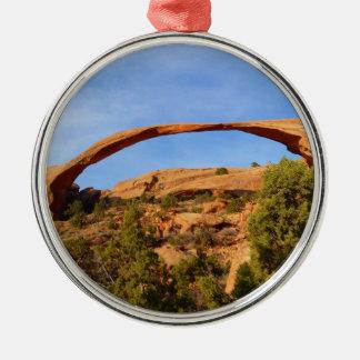 Voûte de paysage au parc national de voûtes ornement rond argenté