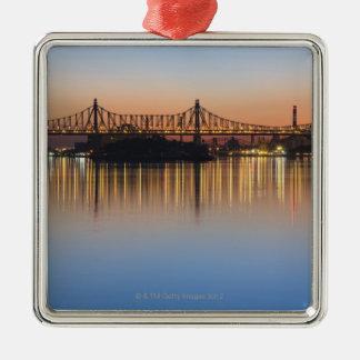 Vu de Manhattan au-dessus de l'East River. Ornement Carré Argenté