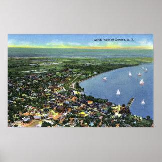 Vue aérienne de la ville, voiliers sur le lac posters