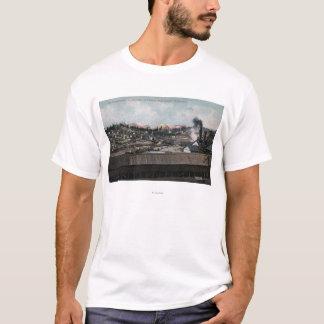 Vue aérienne de puits de mine et de ville t-shirt