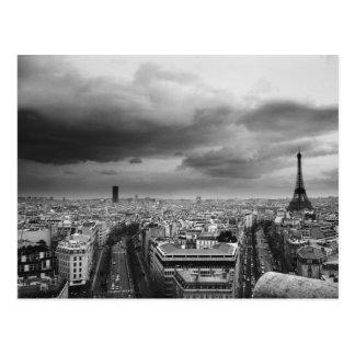 vue aérienne noire et blanche d'un ciel obscurci cartes postales
