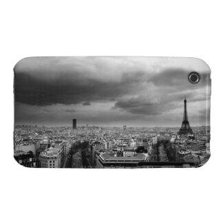 vue aérienne noire et blanche d'un ciel obscurci coques iPhone 3