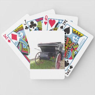 Vue arrière de chariot démodé de cheval sur le jeu de poker