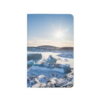 Vue au-dessus du lac glaciaire congelé carnet de poche