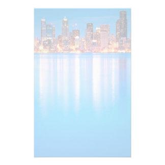Vue bleue d'heure de Seattle du centre Papier À Lettre