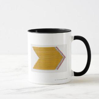 Vue courbe des crayons dans une rangée mug