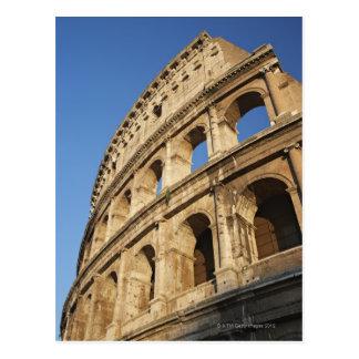 Vue d'angle faible de Colosseum Carte Postale