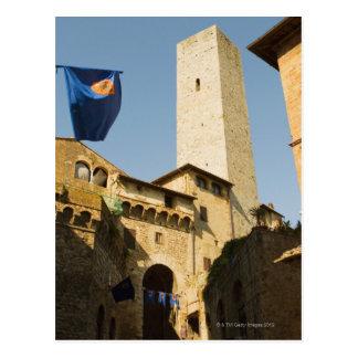 Vue d'angle faible d'une tour, Torri Di San Carte Postale