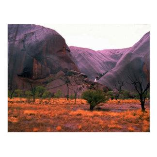 Vue de côté de roche d'Ayers, désert de Carte Postale