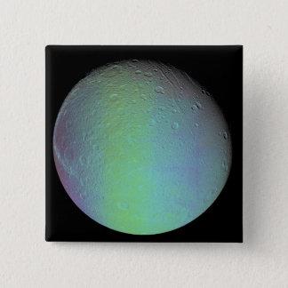 Vue de couleur fausse de la lune Dione de Saturn Badge